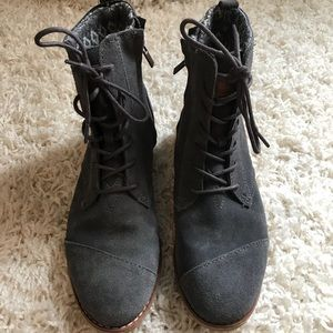TOMS Boots Size 8
